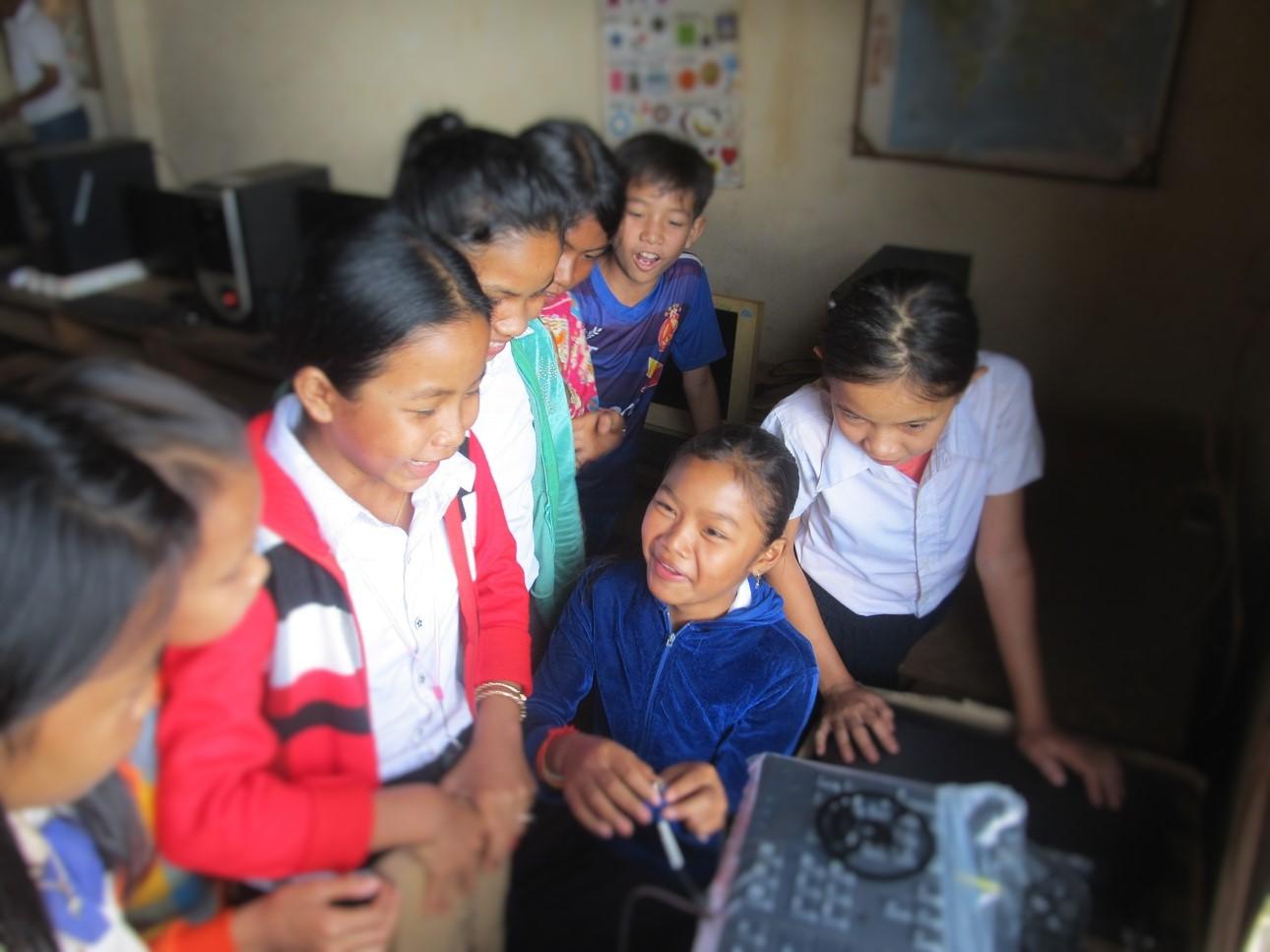 Schoolgirl-install-PCs.JPG